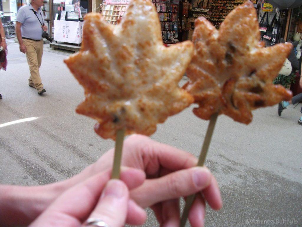 Viskoek met oesters in Miyajima