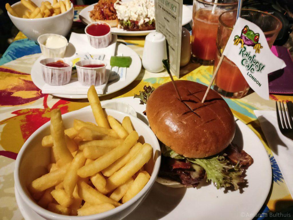 Burger Rainforest Café