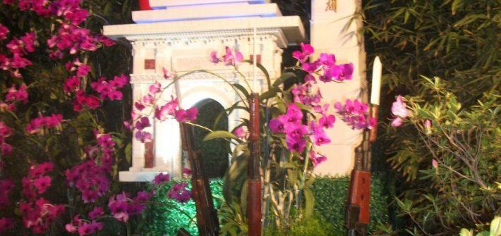 Bloemstuk met Kimilsungia op de Flower Exhibition in Pyongyang