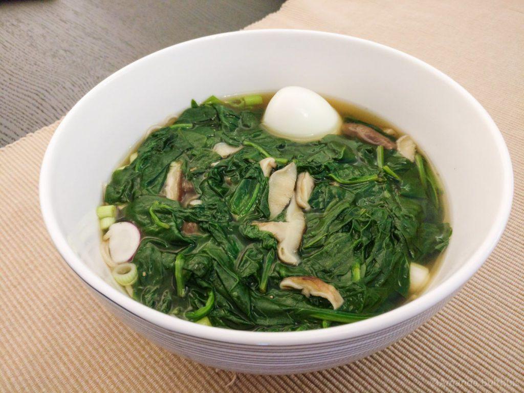 Noedelsoep met spinazie