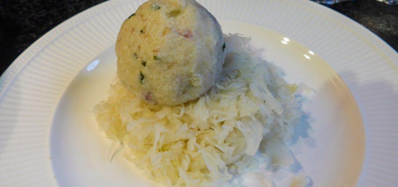 Speckknödel met zuurkool