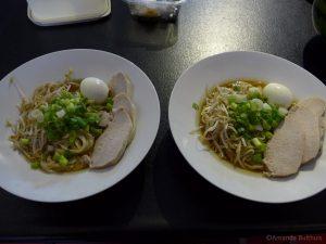 Twee borden met Japanse ramen
