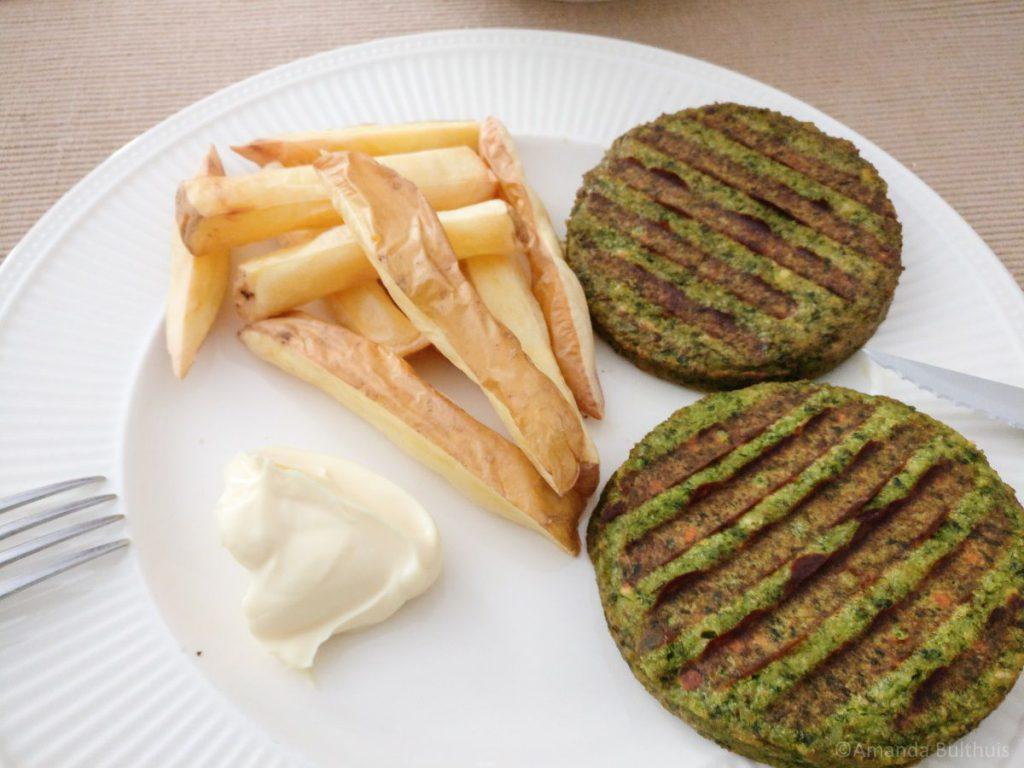 Friet met boerenkoolburgers