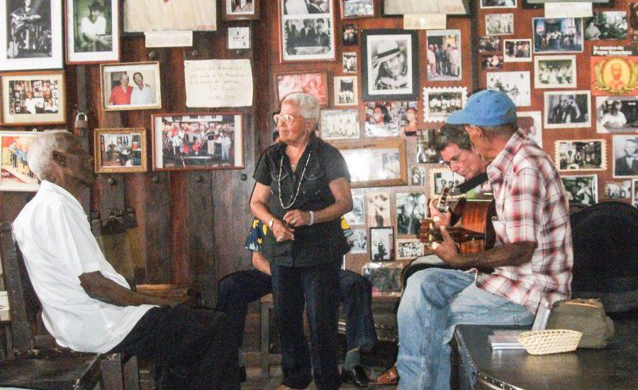 Bandje in café in Santiago de Cuba