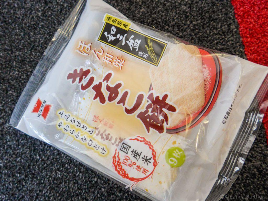 Zachte rijstcrackers met suiker en kaneel