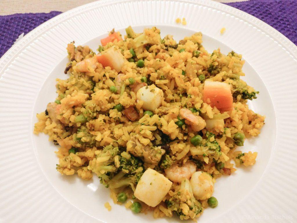 Gele rijst schotel