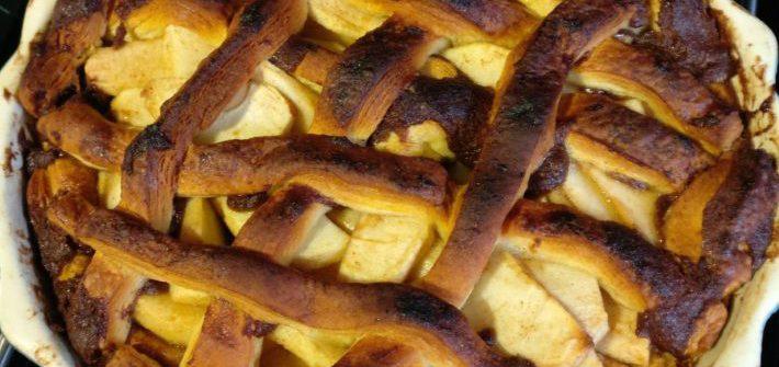 Appeltaart van cinnamonroll deeg