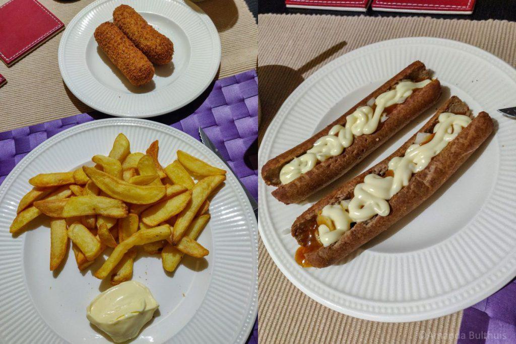 Friet met vegakroketten en vega frikandel speciaal