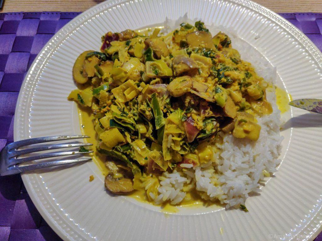 Wok met zelfgemaakte currysaus