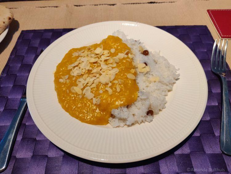 Kashmiri curry met fruit