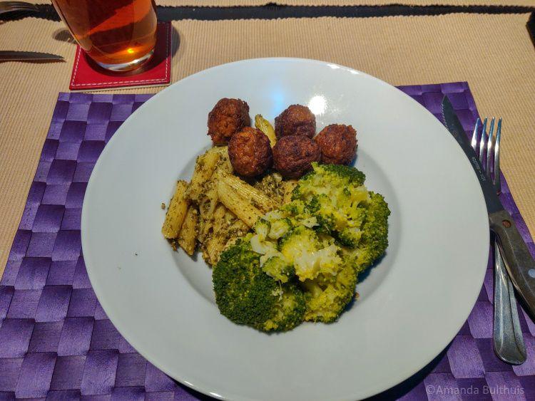Pasta met broccoli en boerenkoolpesto