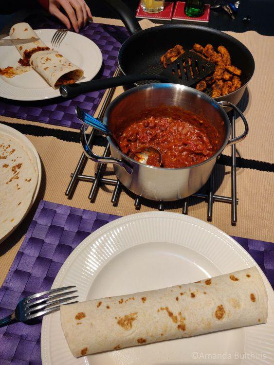 Wraps met burritoschotel en gegrilde stukjes