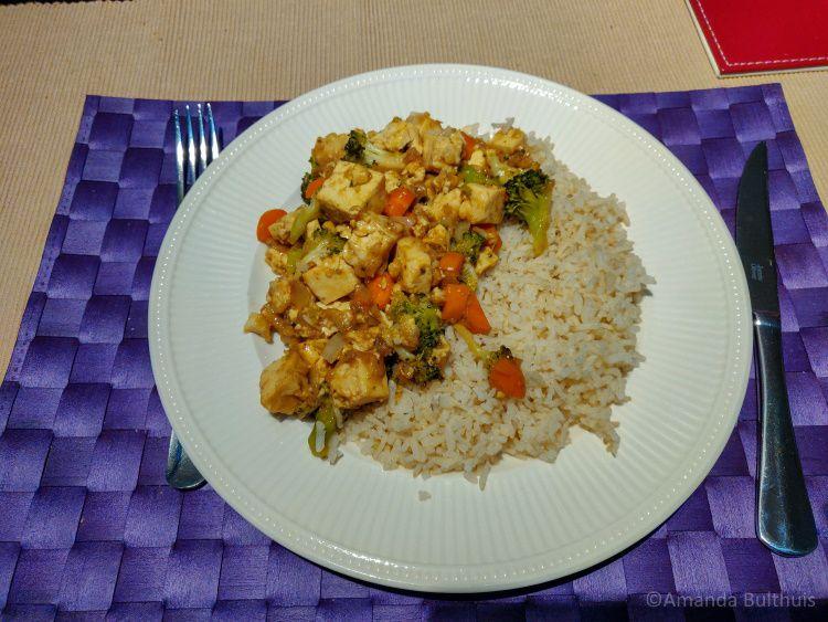Tofu wok met zilvervliesrijst