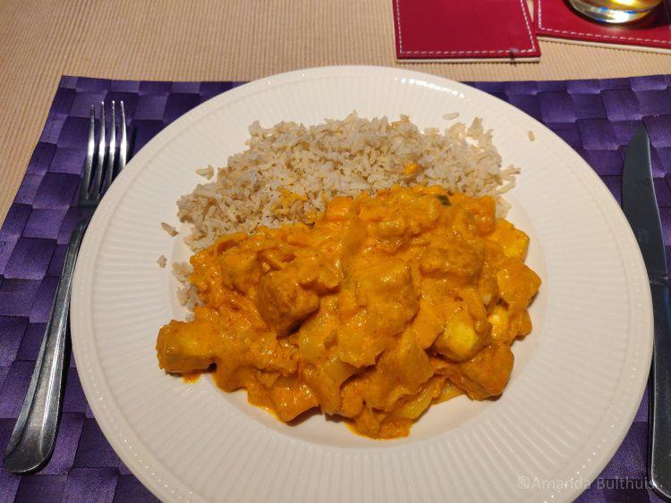 Curry met tofu, zoete aardappel en Chinese kool