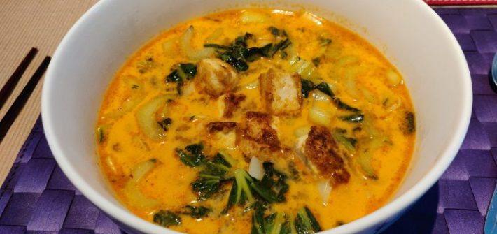 Curry noedelsoep met tofu