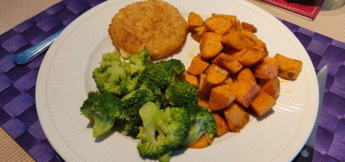 Vegan kaesschnitzel met broccoli en zoete aardappel