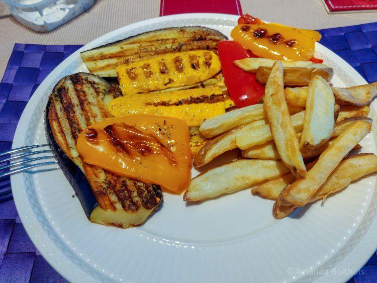 Griekse gegrilde groente met friet