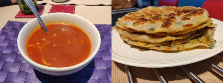 Chinese tomatensoep en lente ui pannenkoekjes