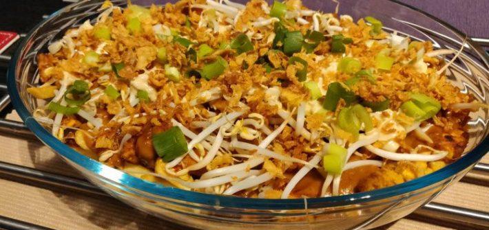 Vegan Indonesische loaded fries