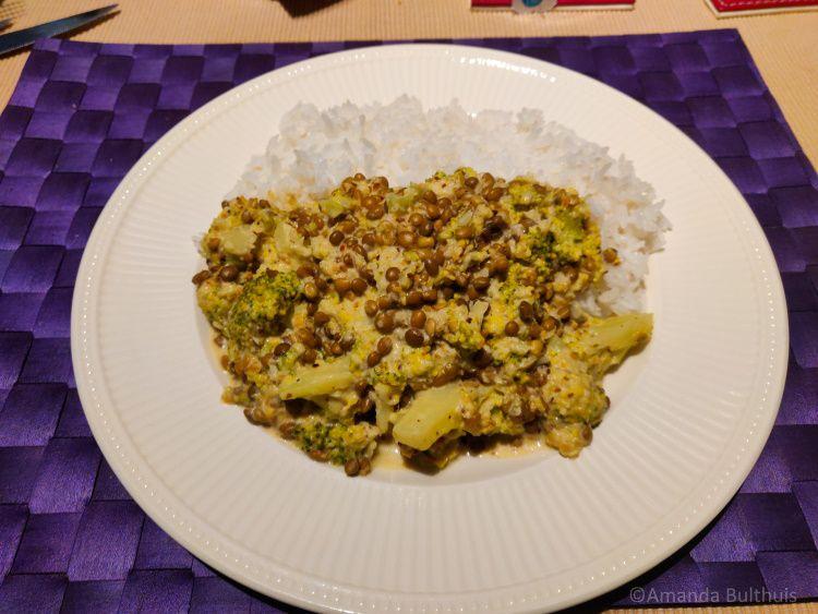 Curry met broccoli en linzen