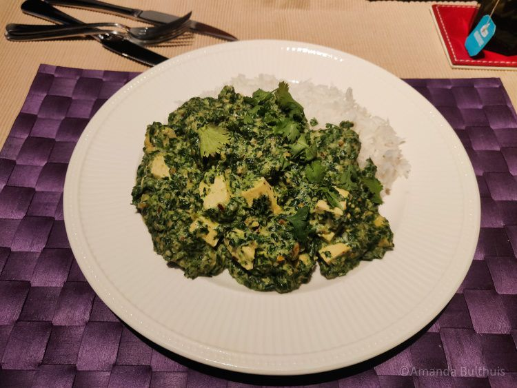 Curry met tofu en spinazie