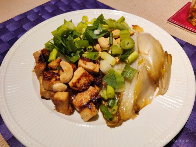 Witlof en tofu met hoisinssaus