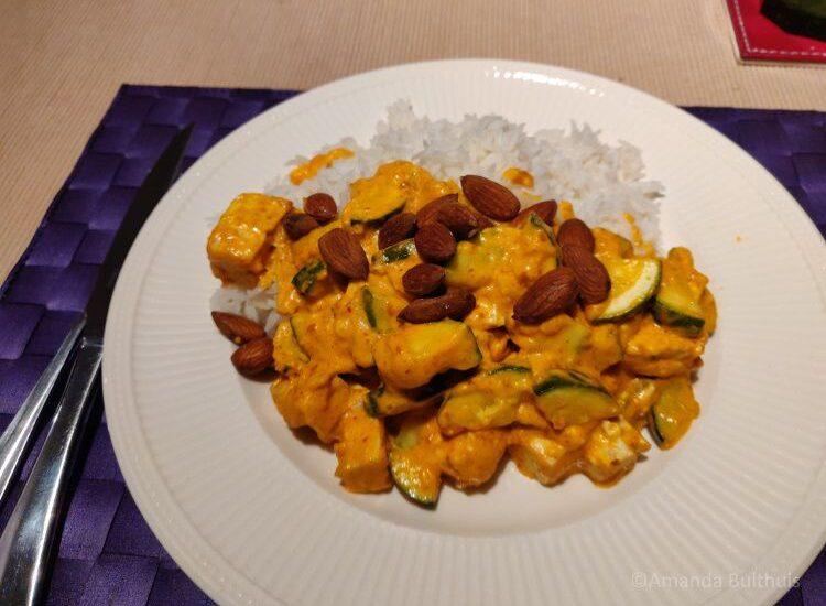 Curry met courgette en amandelen