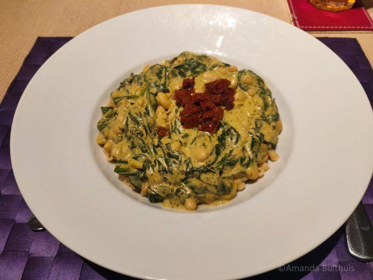 Pasta met witte bonen en spinazie
