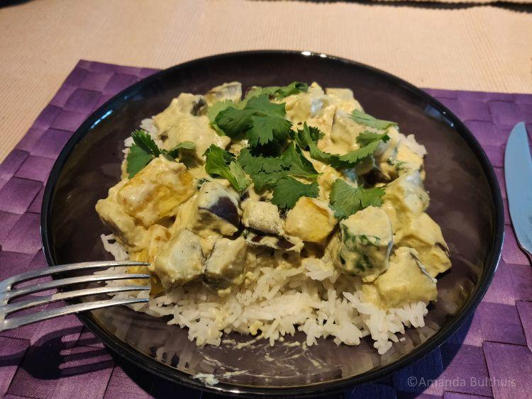 Curry met aubergine en tofu