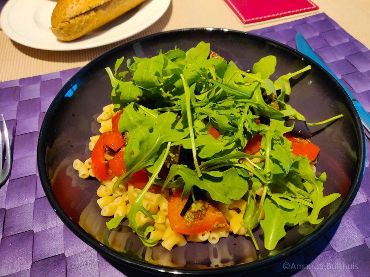 Macaroni met gerilde groente en rucola