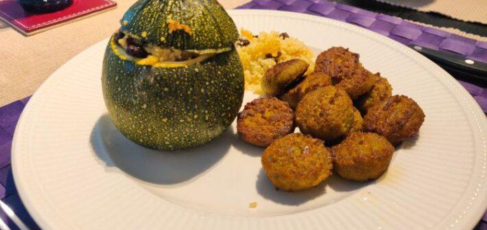 Gevulde bolcourgette met couscous