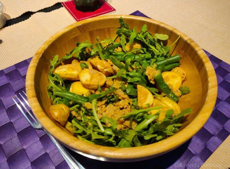 Maaltijdsalade met vegan tonijn