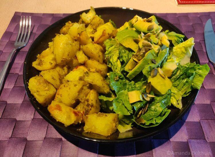 Pestoaardappelen met salade