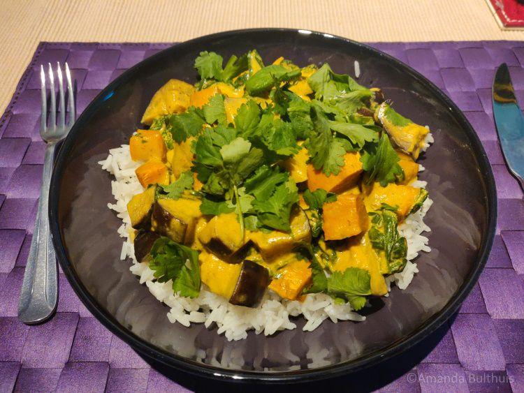 Curry met aubergine met zoete aardappel