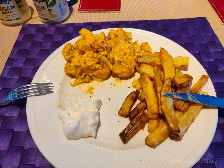 Oranje bloemkool en friet