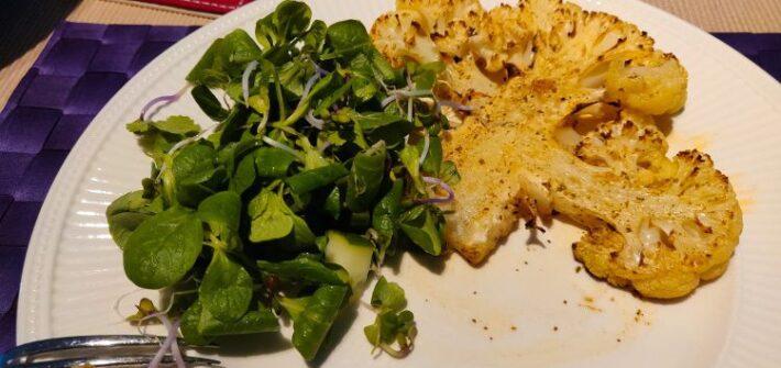 Bloemkoolsteaks met salade