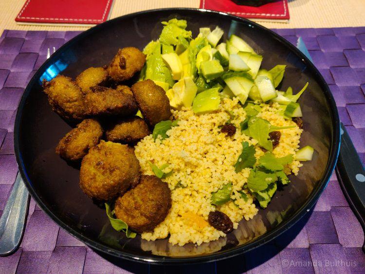 Couscous met falafel en salade