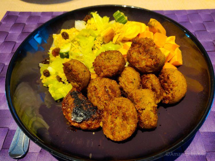 Couscous met falafel en zoete aardappel